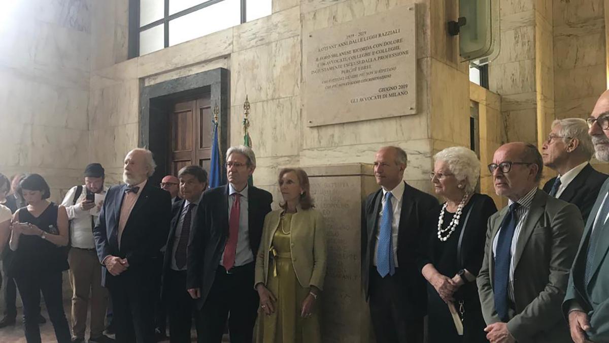 L'apposizione della targa per gli avvocati ebrei espulsi dalle leggi razziali al Tribunale di Milano