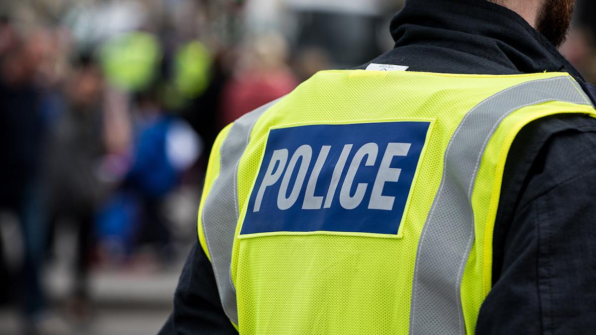un poliziotto a Londra, dove ci sono stati due episodi antisemiti in due giorni