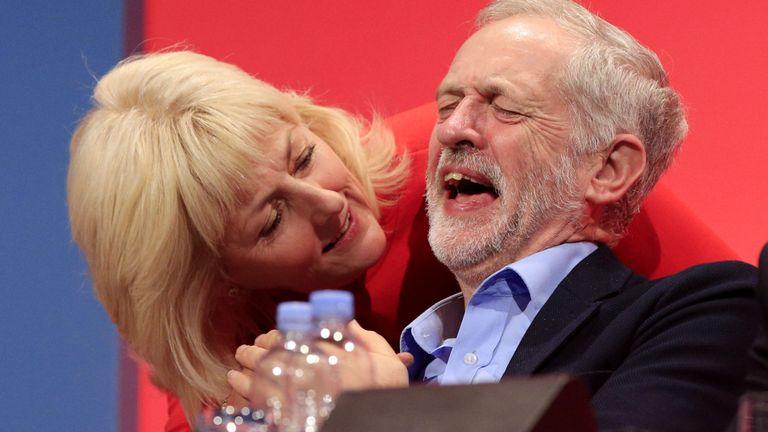 Jeremy Corbyn e Jenny Formby