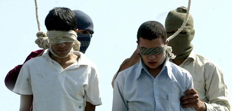L'impiccagione di due omosessuali in Iran