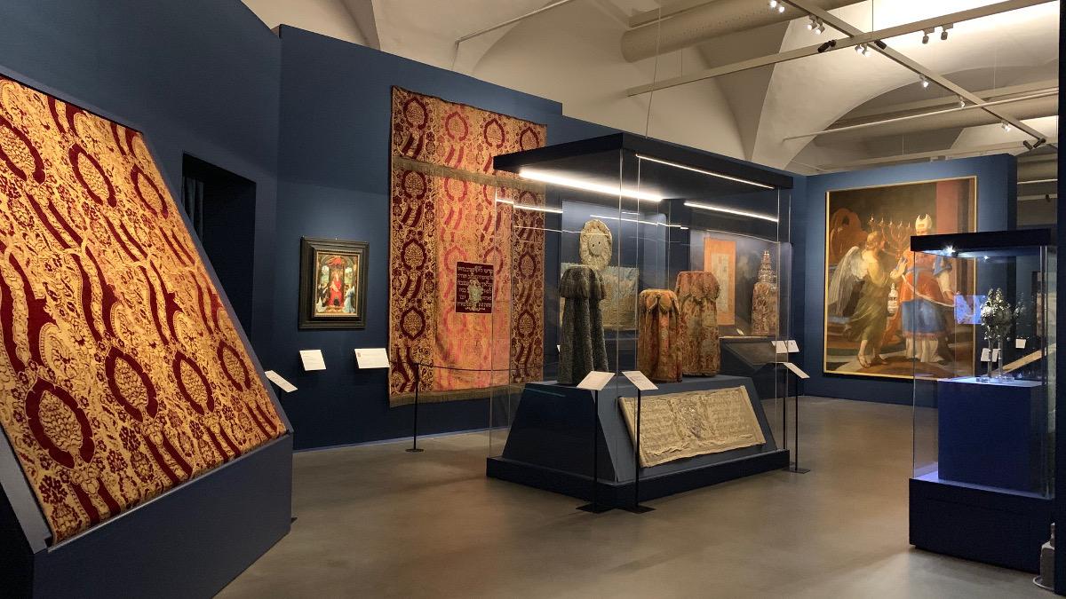 La mostra sui tessuti ebraici agli Uffizi a Firenze