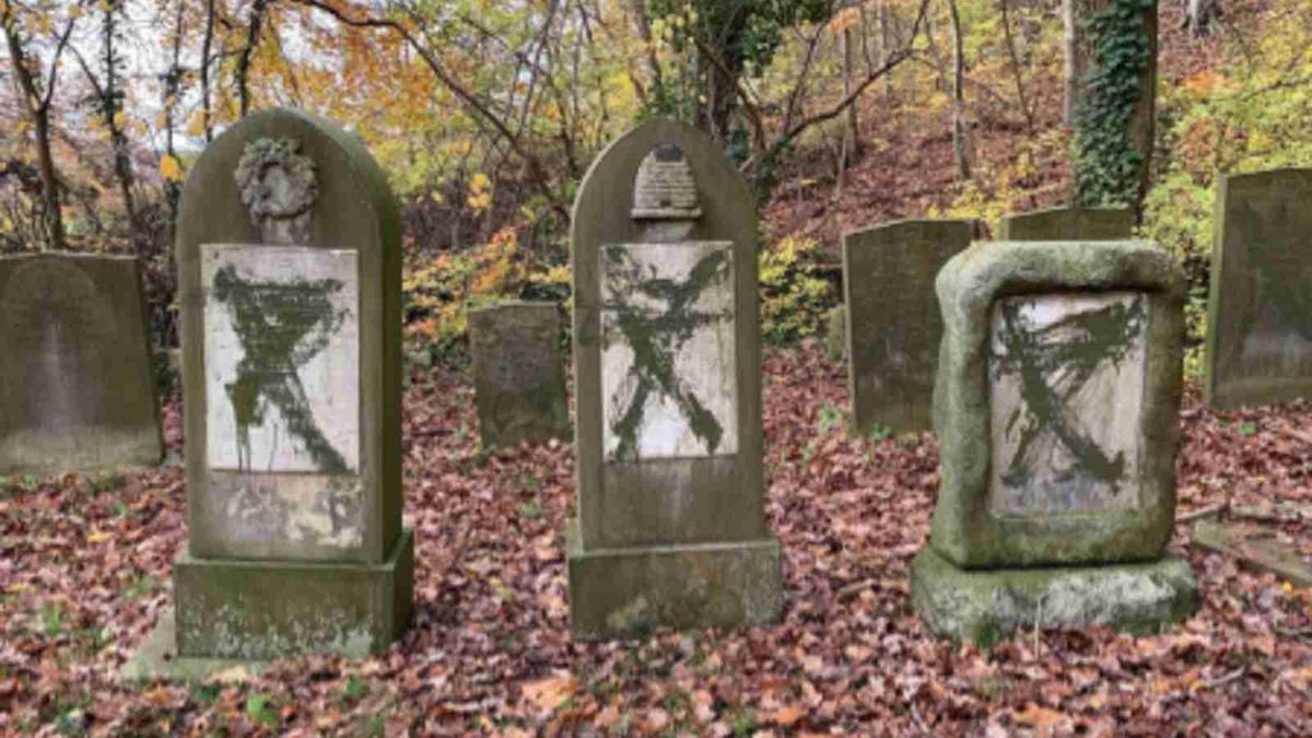 Lapidi vandalizzate in un cimitero in Danimarca