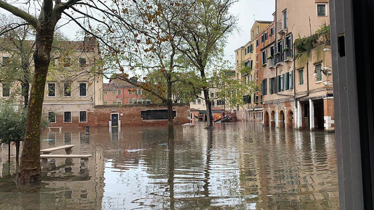L'acqua alta nel ghetto ebraico a Venezia