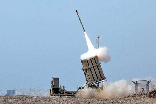 Iron dome intercetta missili