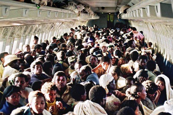 Un'immagine del salvataggio di ebrei etiopi a opera del Mossad