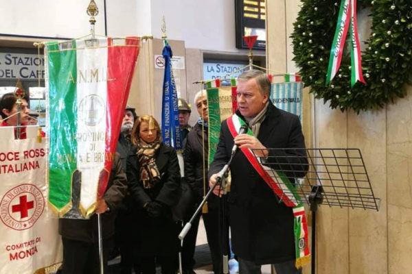 Il sindaco di Monza Dario Allevi durante la cerimonia per il Giorno della memoria