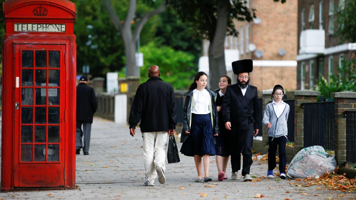 Una famiglia ebraica ortodossa a Londra