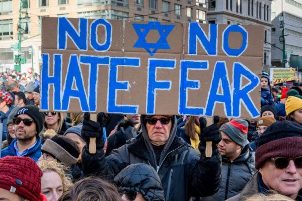 La marcia contro l'antisemitismo e l'odio a New York