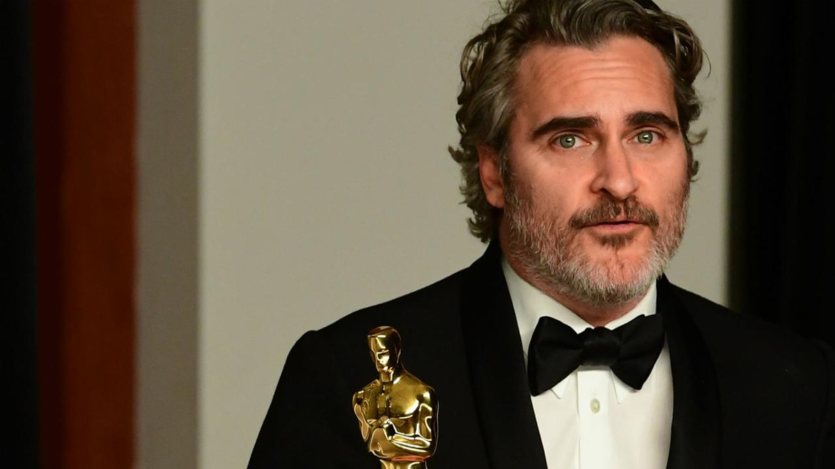 Joaquin Phoenix con la statuetta degli Oscar