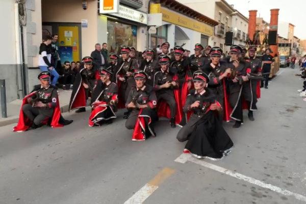 gerarchi nazisti e prigionieri dei campi alla sfilata di Carnevale in Spagna a Campo de Criptana