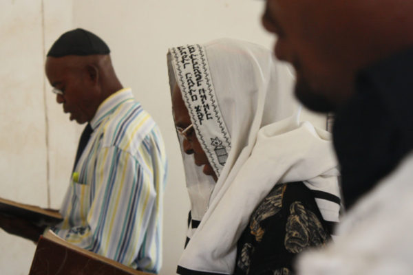 Igbo ebrei in Nigeria durante la preghiera