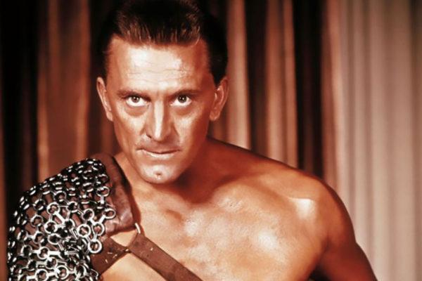 L'attore Kirk Douglas nel film Spartacus