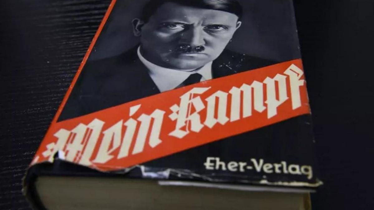 Mein Kampf di Adolf Hitler