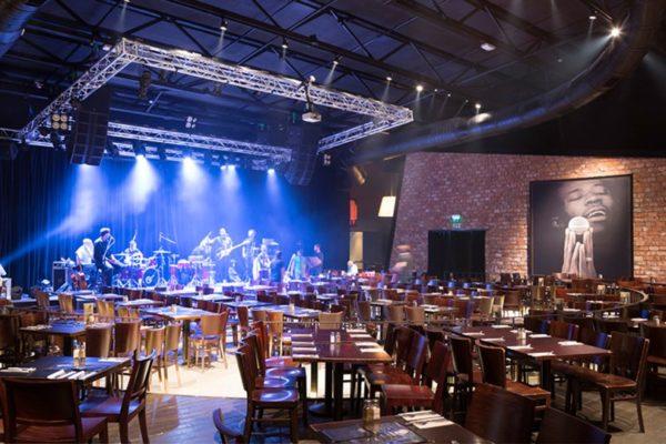 Una sala vuota di un club Zapa