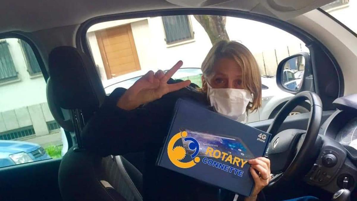 RotaryConnete ha donato un tablet alla RSA della CEM