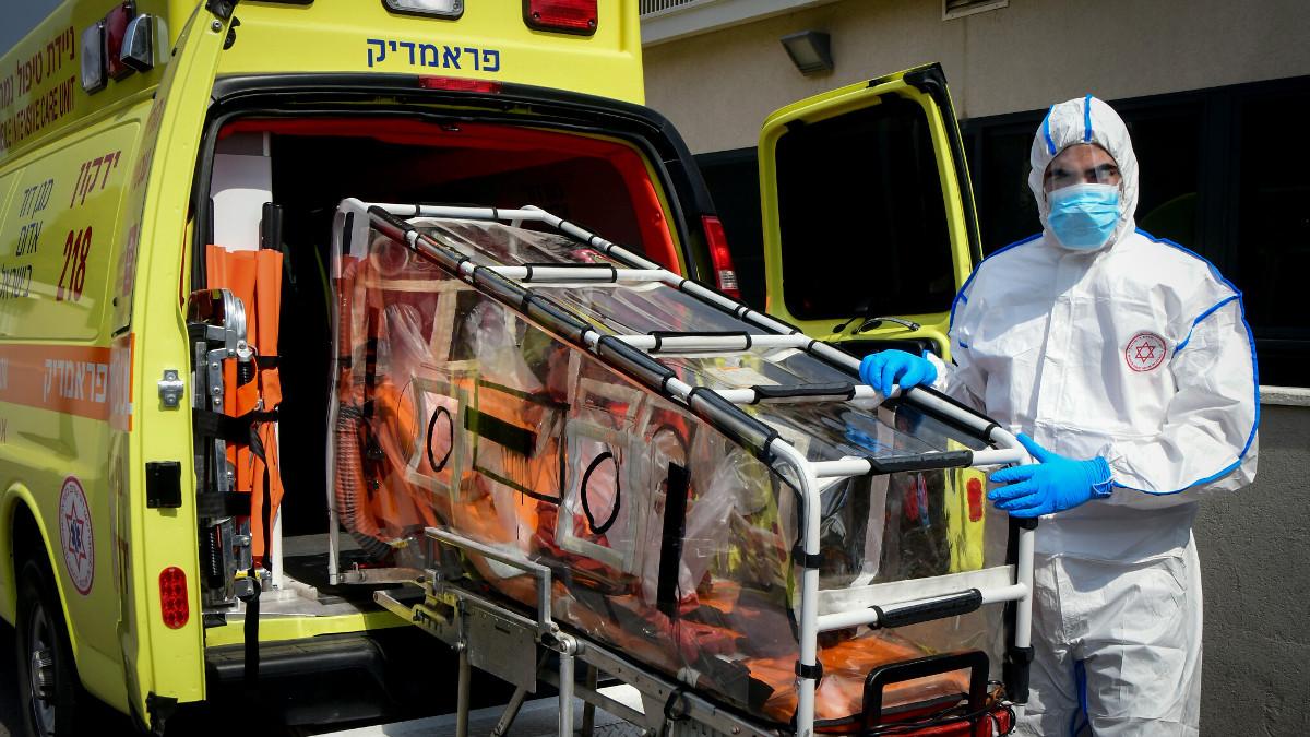 Un'ambulanza con paziente covi-19 in Israele
