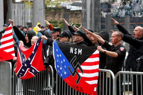 Suprematisti in America