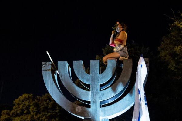 Una manifestante a Gerusalemme
