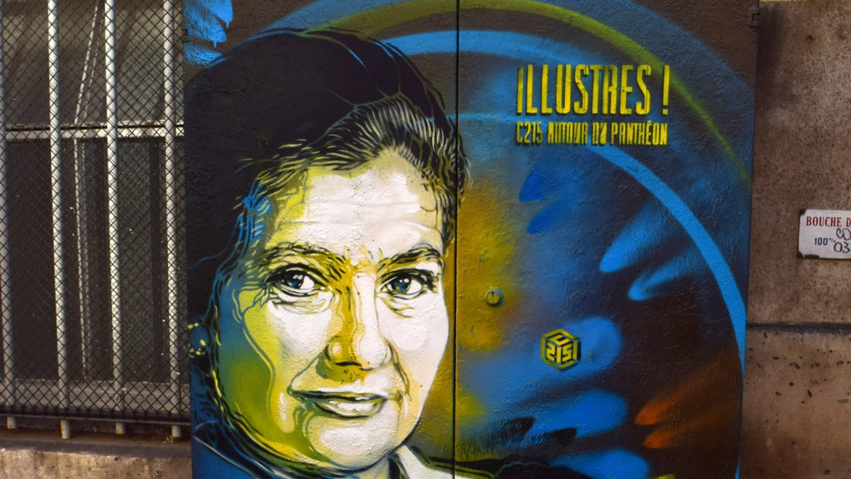 Ritratto di Simone Veil in rue d'Ulm prima di essere vandalizzato