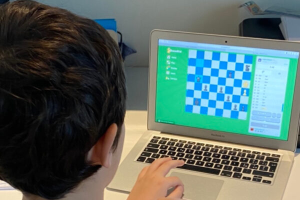 corso di scacchi al web camp della scuola ebraica di Milano