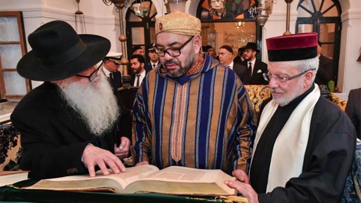 Re M Mohammed VI del Marocco in una comunità ebraica locale