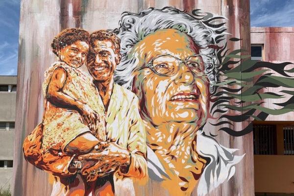 Liliana Segre e suo padre nel murale che le è stato dedicato a Pesaro