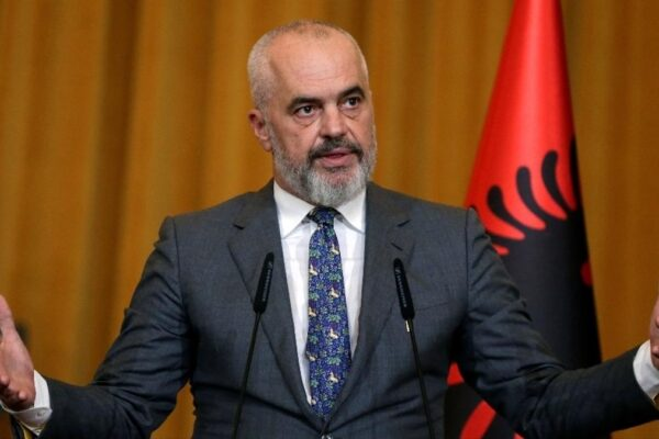 Edi Rama parla al parlamento dell'Albania
