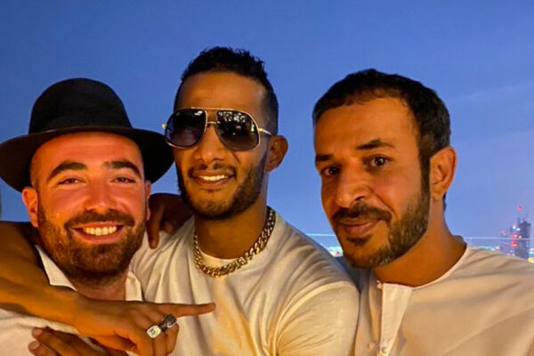 Da sinistra, il cantante israeliano Omer Adam e l'egiziano Mohamed Ramadan