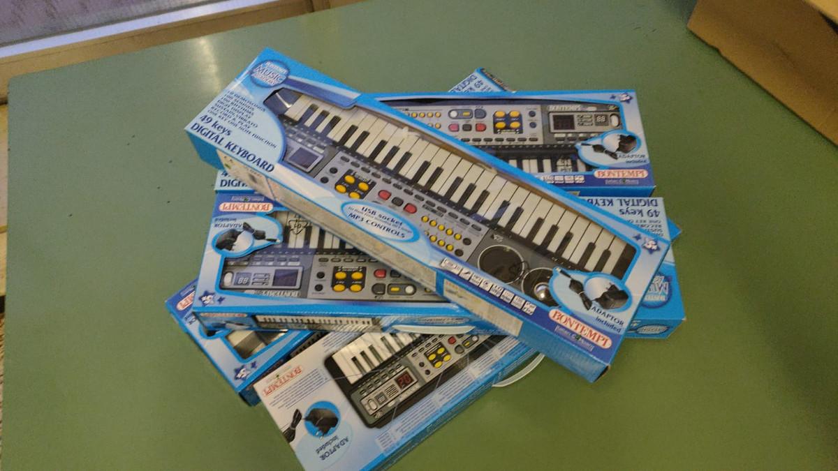 tastiere donate alla Scuola ebraica di Milano