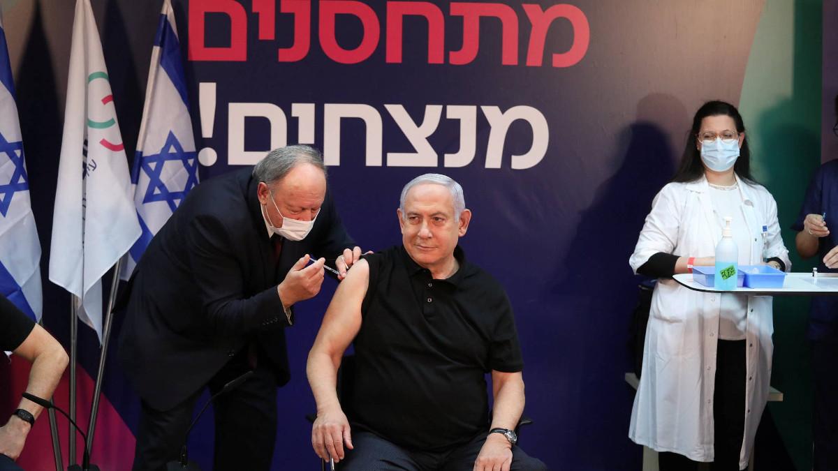 Netanyahu si sottopone al vaccino anti-covid