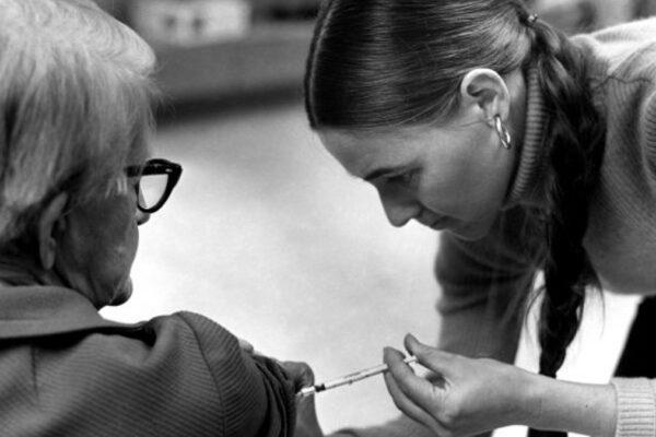 Vaccini ad anziani