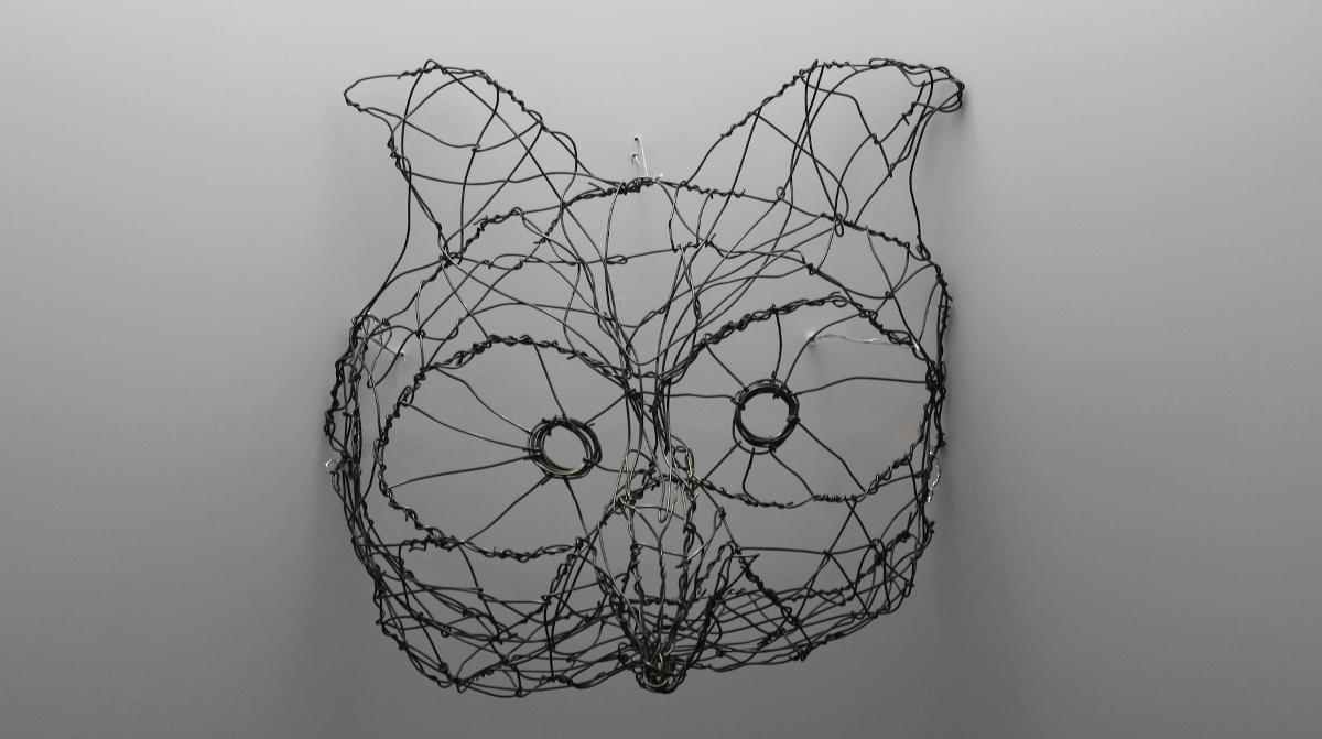 scultura di gufo in filo di metallo di Primo Levi (Foto di ©Michael Soncin)