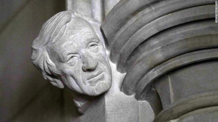 scultura di Elie Wiesel