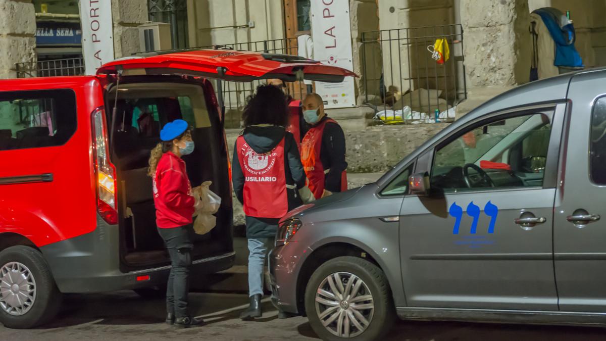 La Cem e i City ASngtels donano pasti ai senzatetto