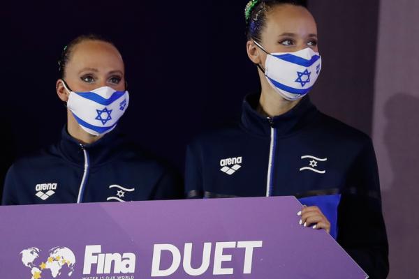 Le atlete israeliane di nuoto sincronizzato