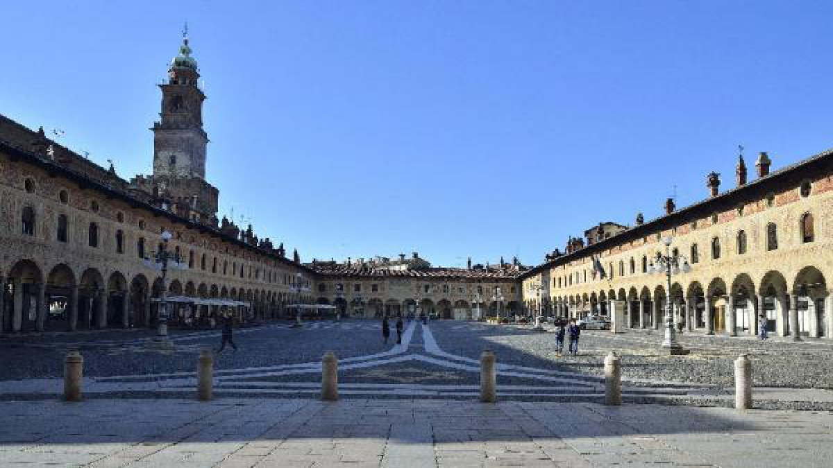 Piazza Ducale a Vigevano, Autore Marino Nadia 2014