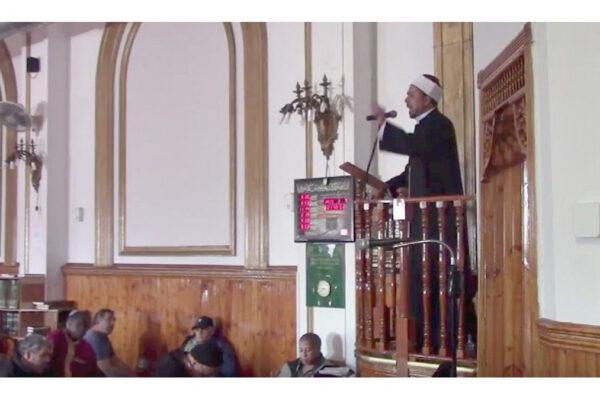 Un imam fa un sermone in una moschea (foto: Algemeiner)