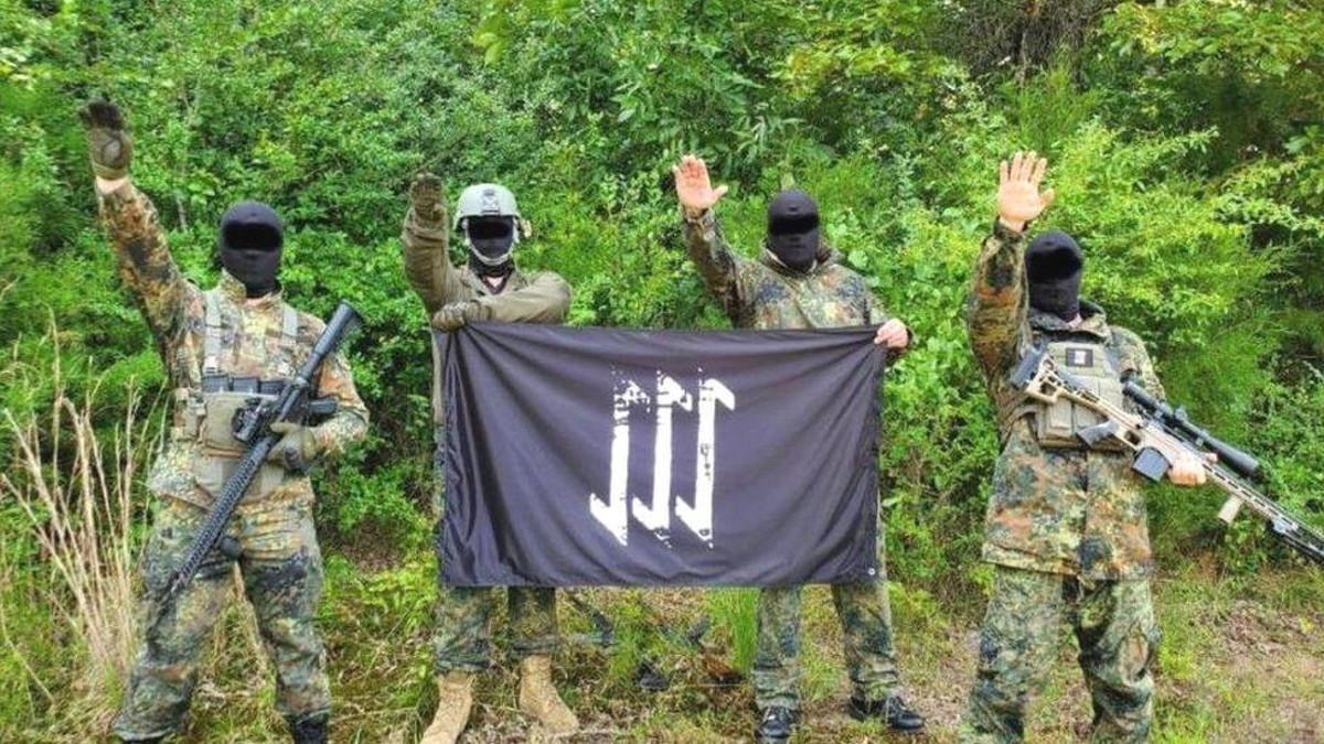 I militanti dell'organizzazione neonazista The Base