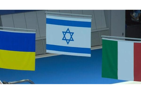 Le bandiere israeliana e italiana alla Paralimpiadi nelle gare di nuoto