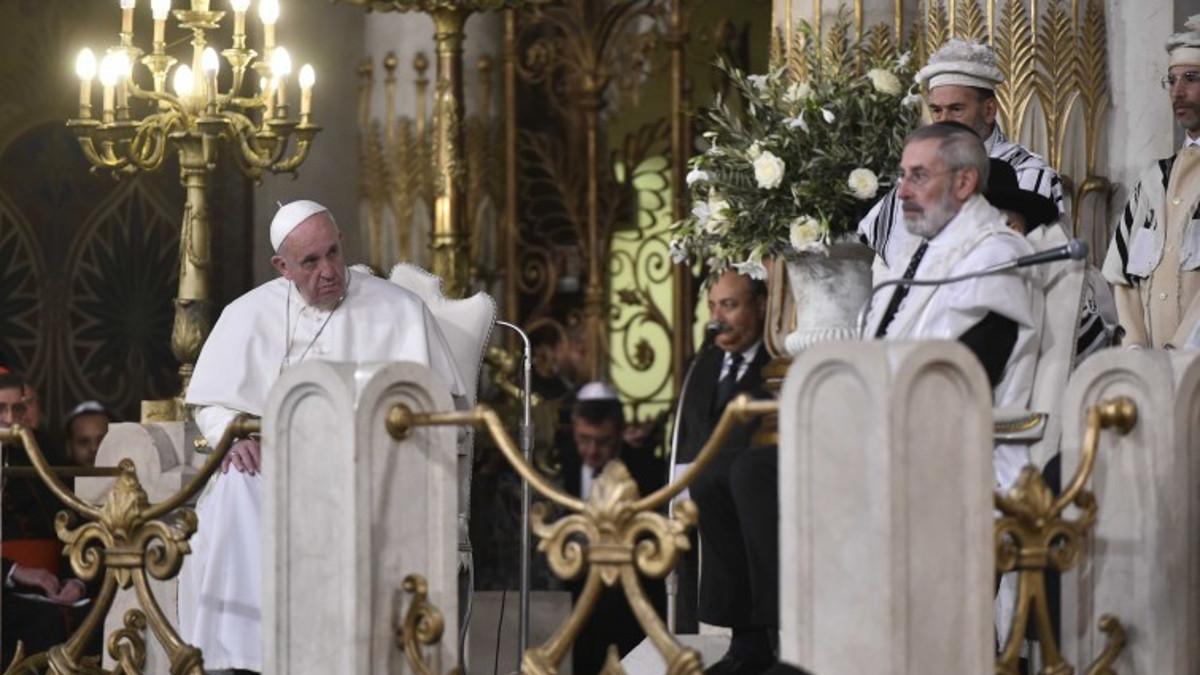 Papa Francesco nella Sinagoga di Roma nel 2016