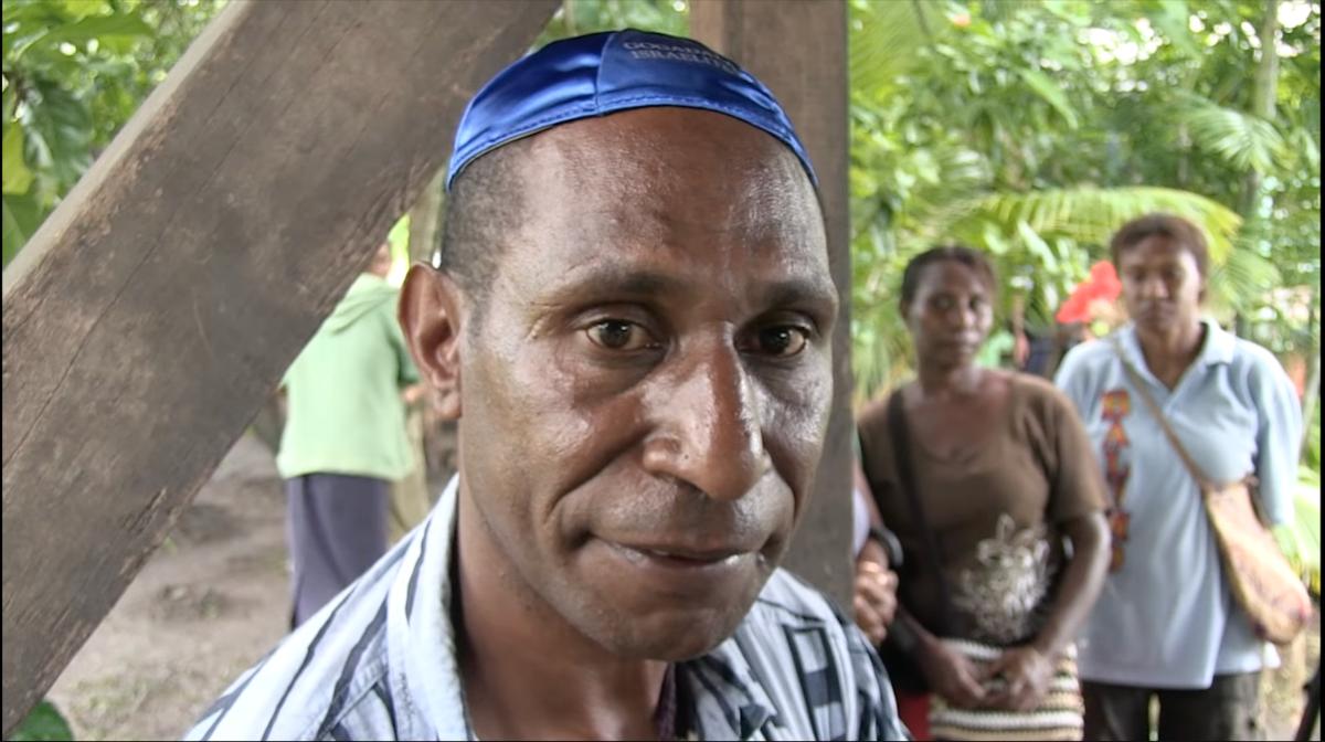 Un membro della tribù dei Gogodala in Papua Nuova Guinea